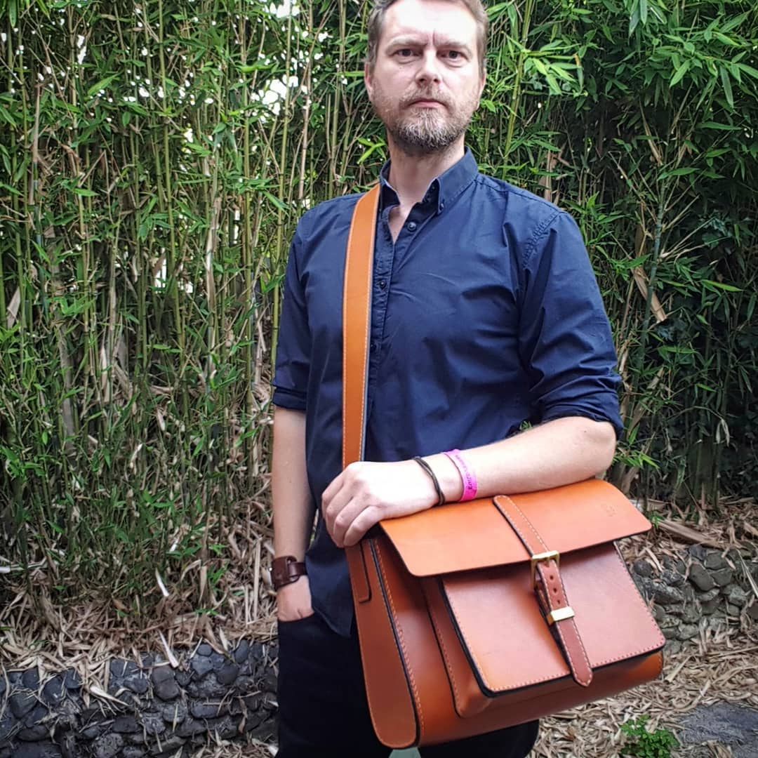"""A durable shoulder bag made from chunky Oak Bark Tanned """"London Colour""""  bridle leather. b1763ea21abdb"""